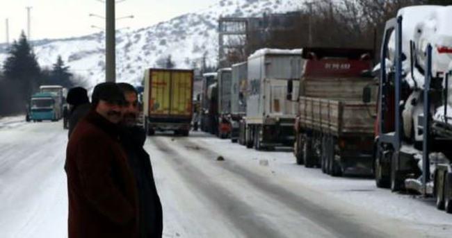Eskişehir-Kütahya karayolu trafiğe kapandı