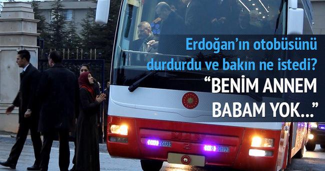 Erdoğan'ın otobüsünü durdurdu, iki çocuğu için yardım istedi