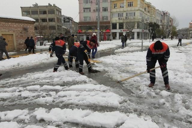 Gebze'de Kar Küreme Çalışmaları Devam Ediyor