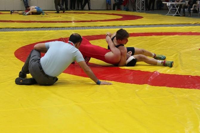 Gençler Türkiye Güreş Şampiyonası Müsabakaları Başladı