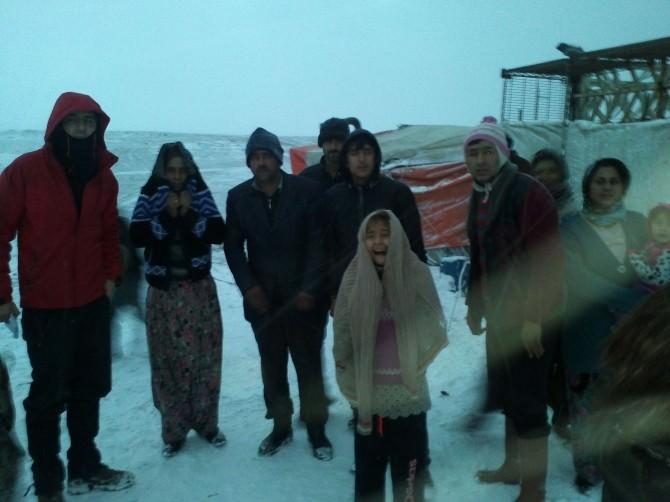 Çadırda Yaşayan 5 Aileye Sıcak El Uzandı