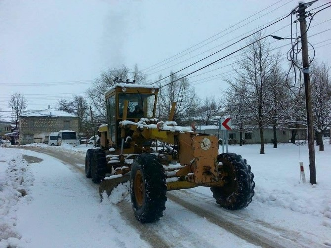 Silifke Belediyesi Karla Mücadeleyi Sürdürüyor