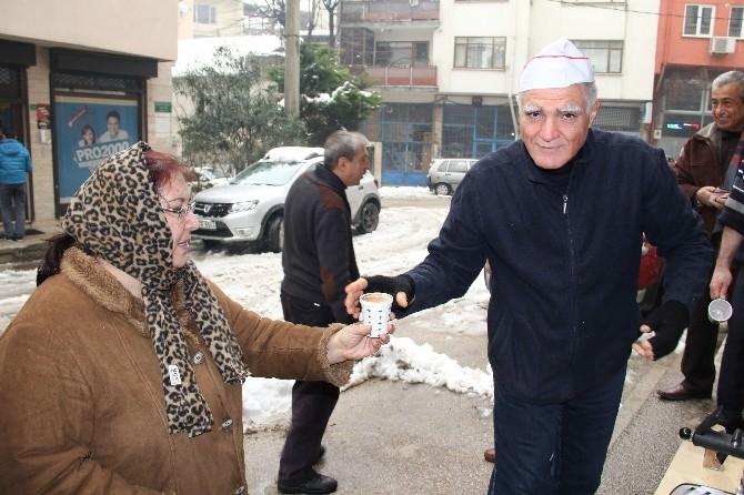 Bursa'da Buz Gibi Havada Bedava Salep