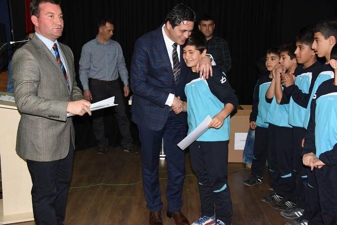 Aliağa'da Minik Sporcular Ödüllerine Kavuştu