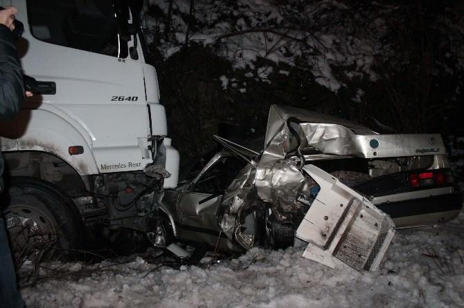 Buzlu Yolda Zincirleme Kaza: 5 Yaralı