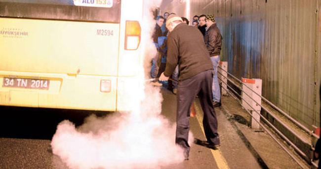 Metrobüste korkutan yangın