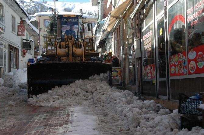 Küre'de Caddelerde Ve Sokaklarda Kar Temizliği
