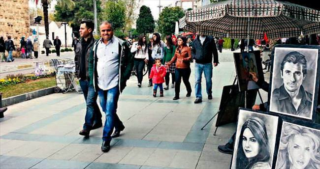 Antalya'da yaşayanların yarısı Antalya dışından