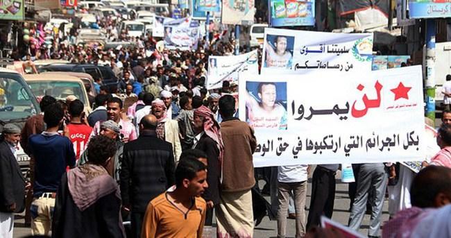 Husilere Yemen'de protesto