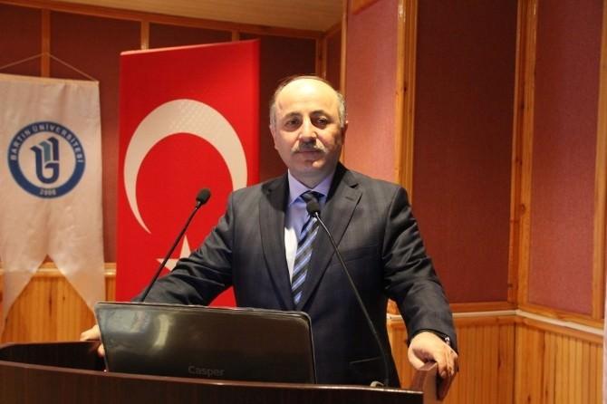 """Vali Azizoğlu: """"Üniversitemiz Toplumun Bütün Dertleriyle Dertleniyor"""""""