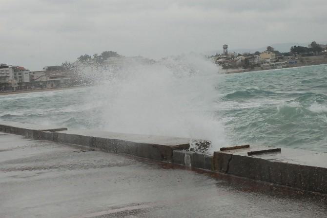 Didim'de Fırtına Hayatı Olumsuz Yönde Etkiledi