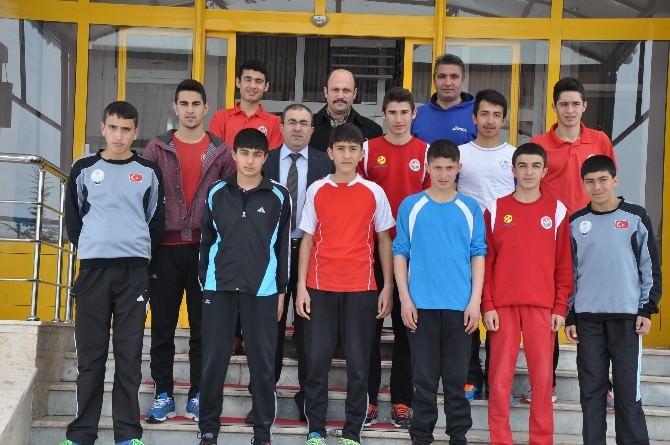 Ünlüer, Türkiye Kros Şampiyonasına Katılacak Atletleri Ziyaret Etti