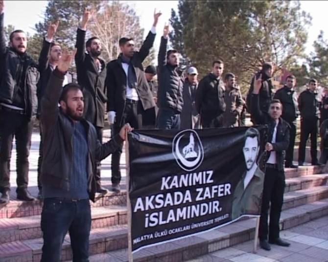 İnönü Üniversitesi'nde Ülkücü Öğrencilerinden 'Çakıroğlu' Eylemi