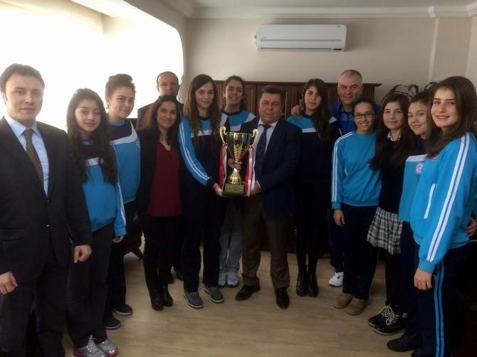 Söke Ege Koleji Kız Voleybol Takımı 3. Lig'de