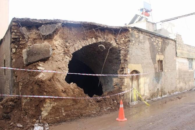 Sit Alanındaki Tarihi Evler Yıkılıyor