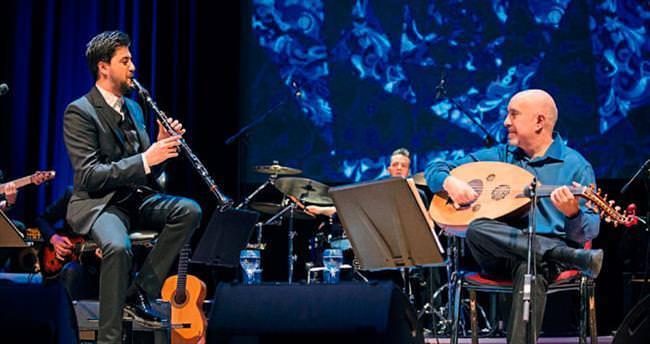 'Ağladıkça' şarkısında Özgecan'ı andılar