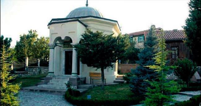 'Süleyman Şah eşi Devlet Ana'ya kavuşsun'