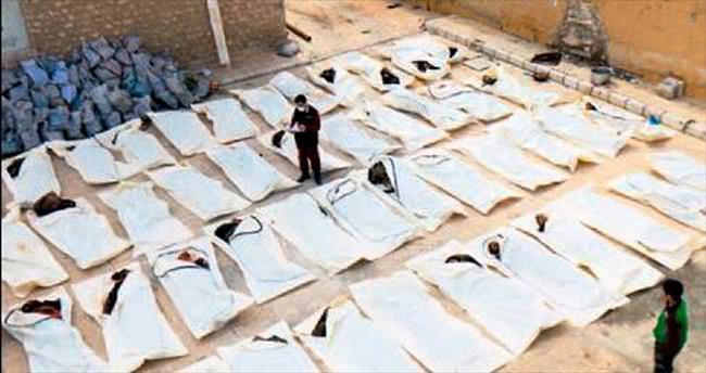 Onlarca Esad askerinin cesedi yan yana