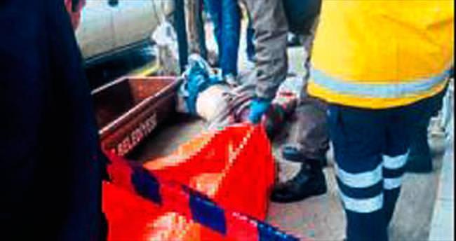 Berber iş yerinin önünde öldürüldü