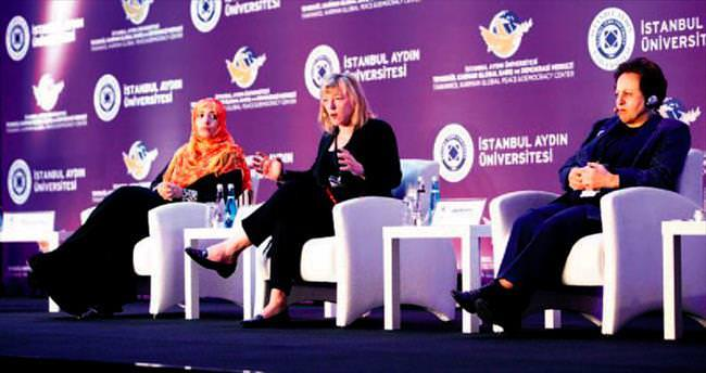 Nobel ödüllü üç kadın şiddete karşı buluştu