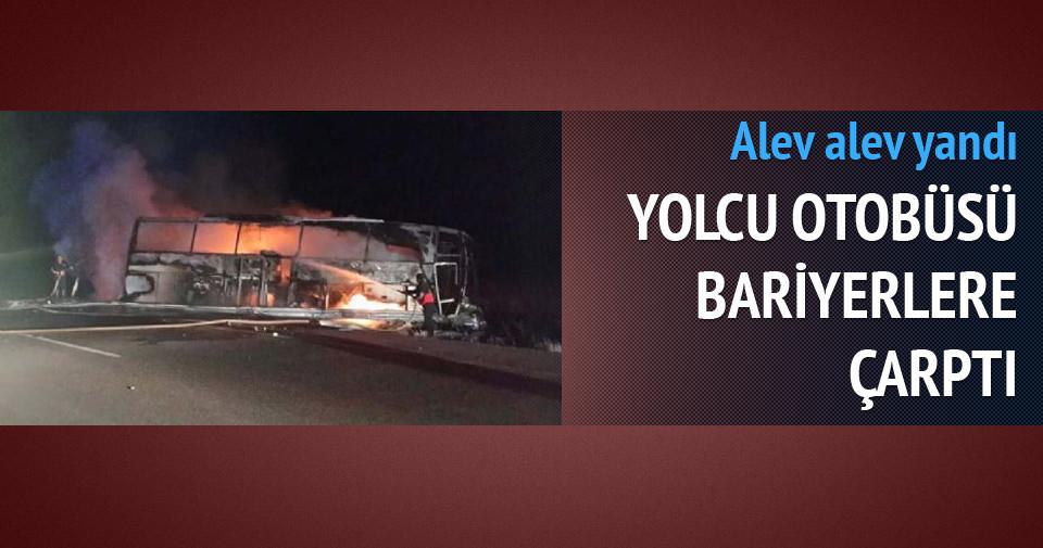 Sivas'ta bariyerlere çarpan otobüs alev aldı
