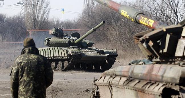 Ukrayna ordusu ağır silahlarını geri çekmeye başladı