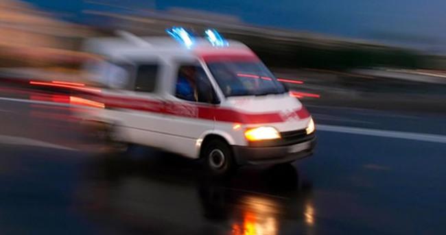 Ambulansla otomobil çarpıştı
