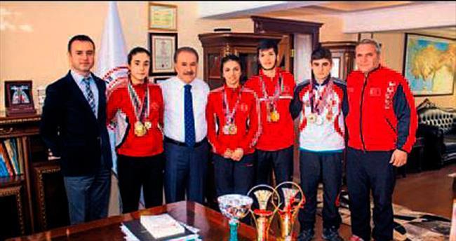 Şampiyonlar Şahin'le görüştü