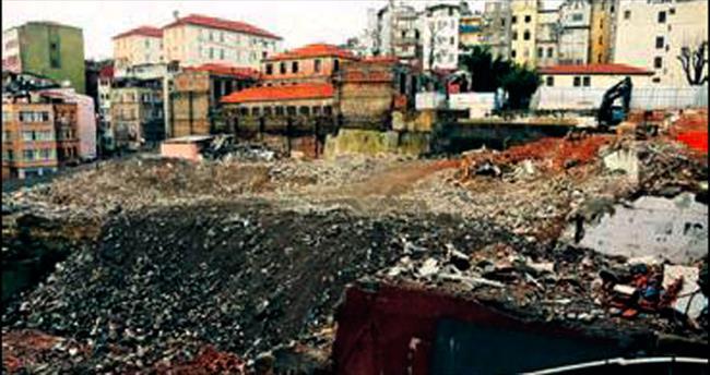 Taksim İlkyardım Hastanesi yıkıldı