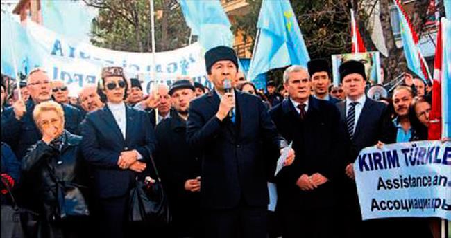 Tatarlardan siyah çelenk
