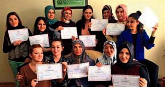 Kadınlar bilgisayar sertifikalarını aldı
