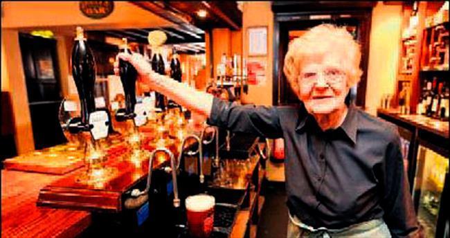 74 yıllık barmaid 100 yaşında öldü