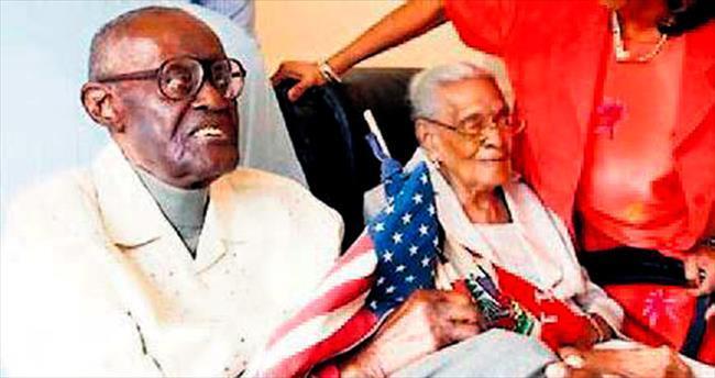 108 yaşına 105'lik eşiyle birlikte girdi