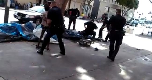 Amerikan polisi sokak ortasında vurdu