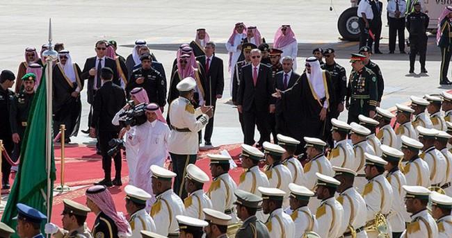 Erdoğan Riyad'da askeri törenle karşılandı