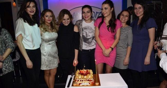Burcu Kara'ya ameliyat öncesi yaş günü partisi