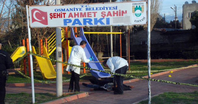 Çocuk parkında silahlı kavga