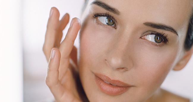 Üst göz kapağınızdaki fazlalıklar yüz kırışıklıklarını arttırabiliyor