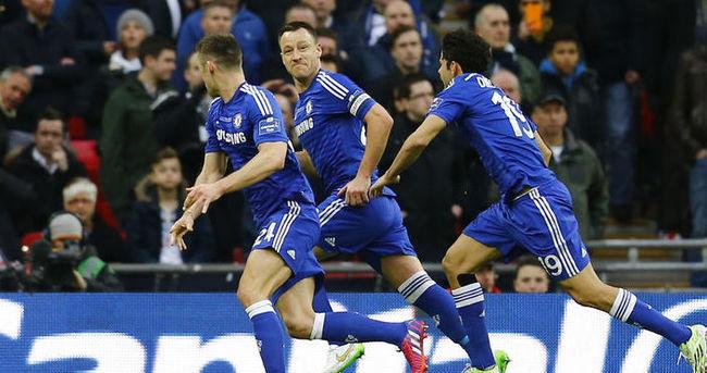 Terry, gelecek sezon da Chelsea forması giyecek