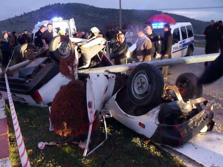 Denizli'de korkunç kaza: 2 ölü, 5 yaralı