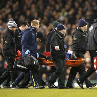 Yıldız oyuncu yığıldı kaldı! Premier Lig'de şok