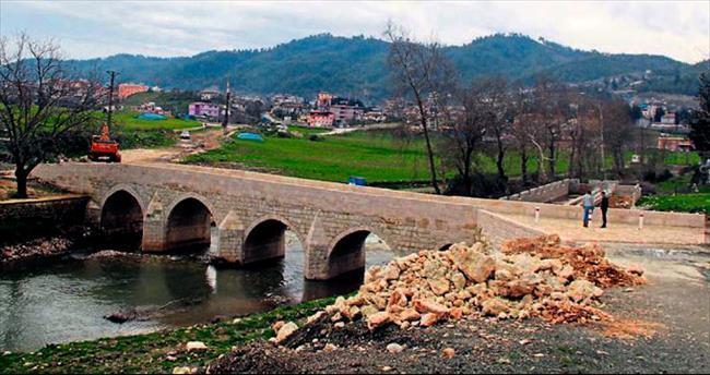 Tarihi Kasımbey Köprüsü eski görkemine kavuştu