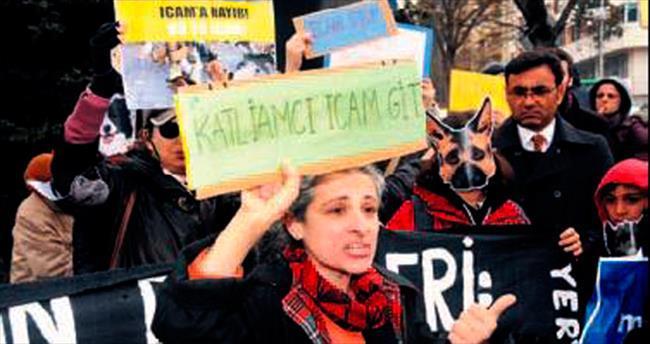 Hayvanseverlerden maskeli protesto
