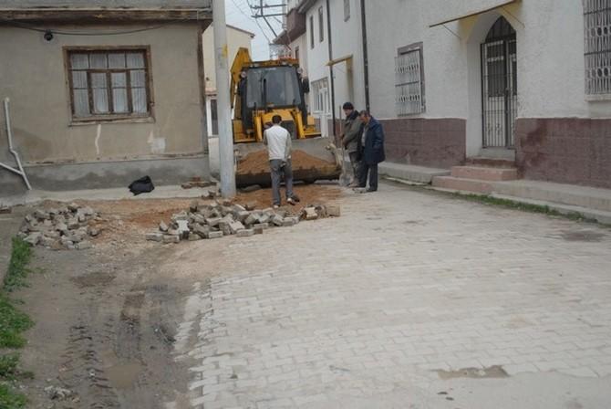 Bolvadin'de Bozulan Yollar Tekrar Yapılıyor