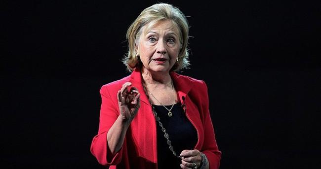 Clinton'un başı e-postalarıyla dertte