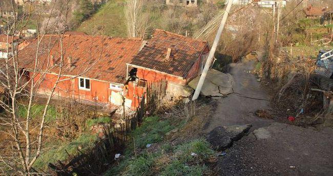 Heyelan nedeniyle 14 ev boşaltıldı