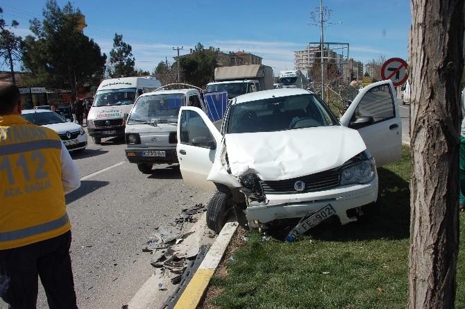Adıyaman'da Otomobiller Çarpıştı: 1 Yaralı