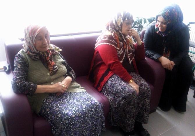 AK Parti'li Kadınlardan Huzurevine Ziyaret