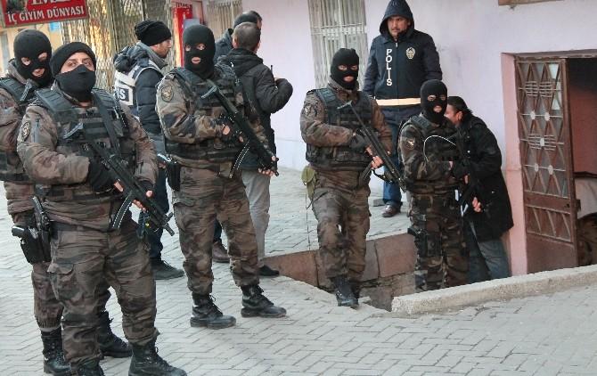 Uyuşturucu Tacirlerine Özel Harekatlı Şafak Baskını: 16 Gözaltı