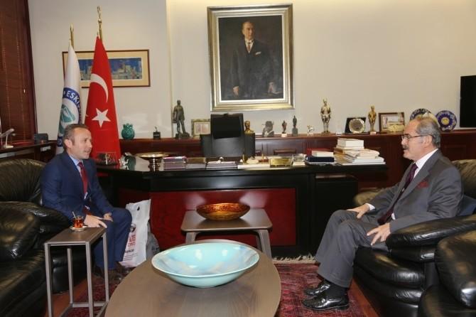 Başkan Büyükerşen'e 'Türkiye'nin En İyi Belediye Başkanı' Ödülü